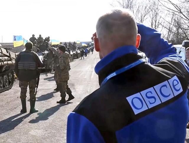 Представители миссии ОБСЕ наблюдают за украинской армией