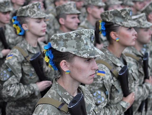 Солдаты украинской армии во время репетиции парада в Киеве