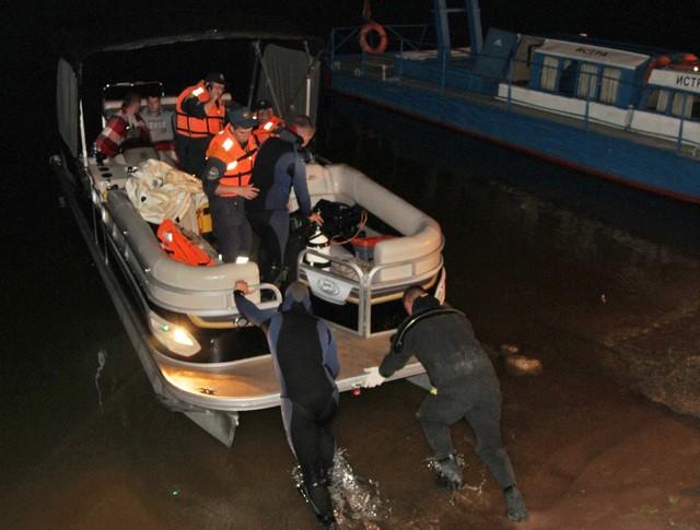 Посисково-спасательныя операция службы МЧС на воде