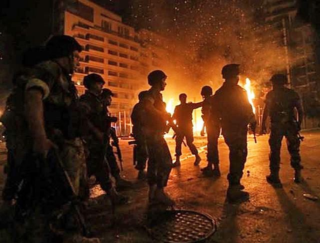 Армия Бейрута разгоняет митингующих