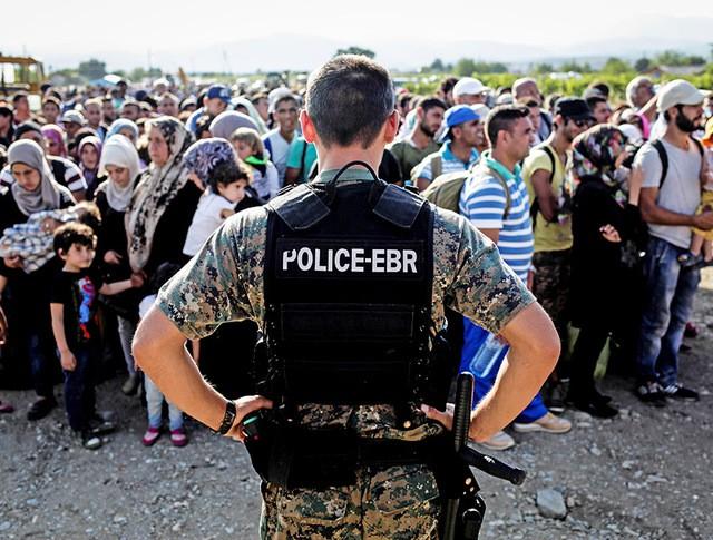 Нелегальные мигранты прибывают в Европу