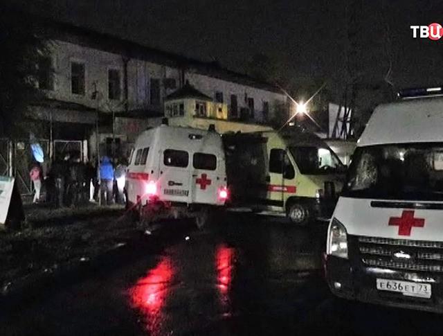 Машины скорой помощи на месте пожара в СИЗО Ульяновска