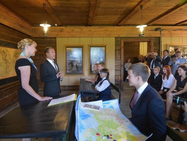 Дмитрий Медведев во время встречи с учащимися средних школ Рязанской области