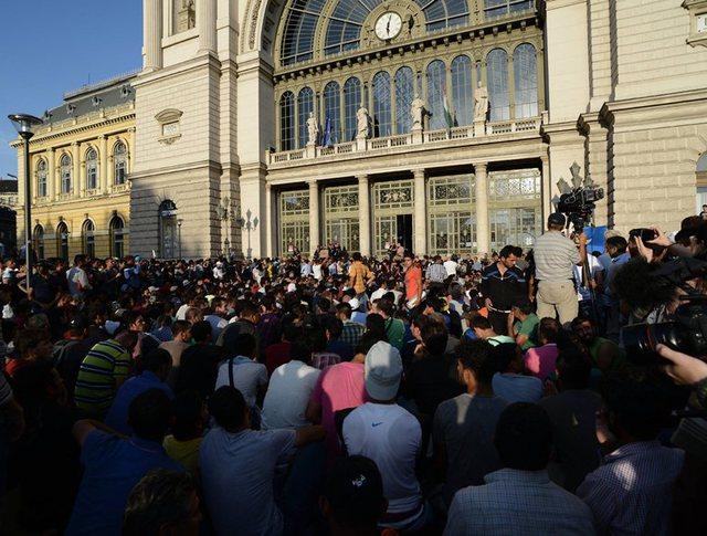 Мигранты у центрального вокзала Будапешта