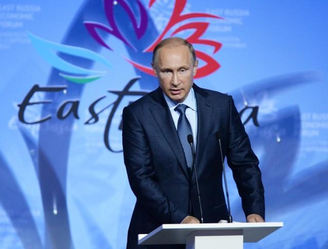 Президент России Владимир Путин выступает на торжественном открытии ВЭФ во Владивостоке