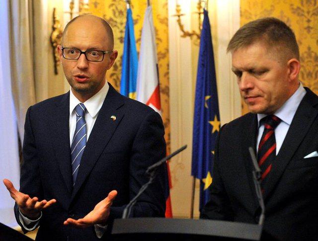 Премьер-министр Украины Арсений Яценюк и премьер министр Словакии Роберт Фицо