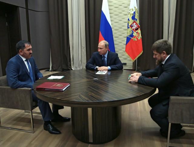 Президент России Владимир Путин, глава Чеченской Республики Рамзан Кадыров и глава Ингушетии Юнус-Бек Евкуров во время встречи