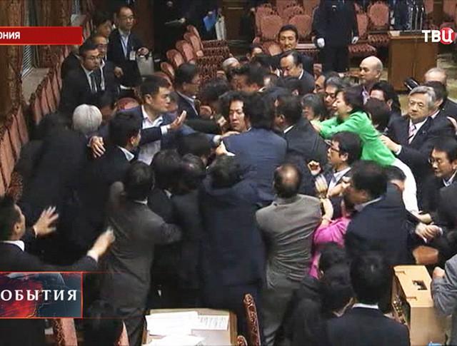 Потасовка в парламенте Японии