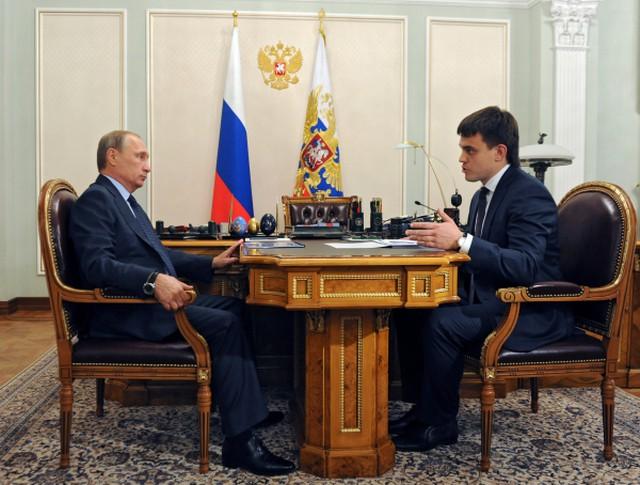 Президент России Владимир Путин во время встречи с руководителем Федерального агентства научных организаций Михаилом Котюковым