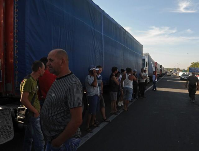Грузовые автомобили на границе Украины и Крыма