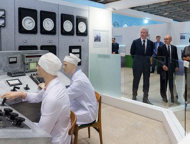Посещение выставки в честь 70-летия атомной отрасли