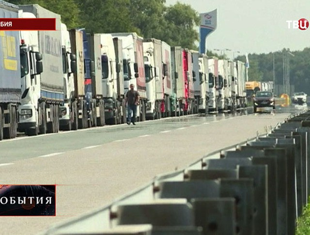 Дальнобойщики перекрыли границу Сербии и Хорватии