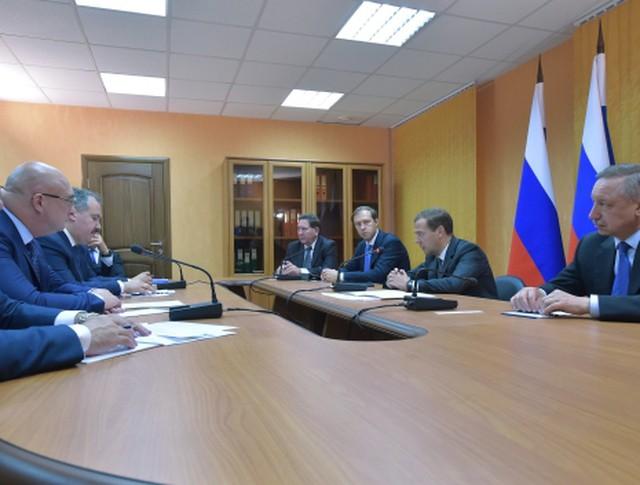 Председатель правительства РФ Дмитрий Медведев во время совещания в Железногорске.