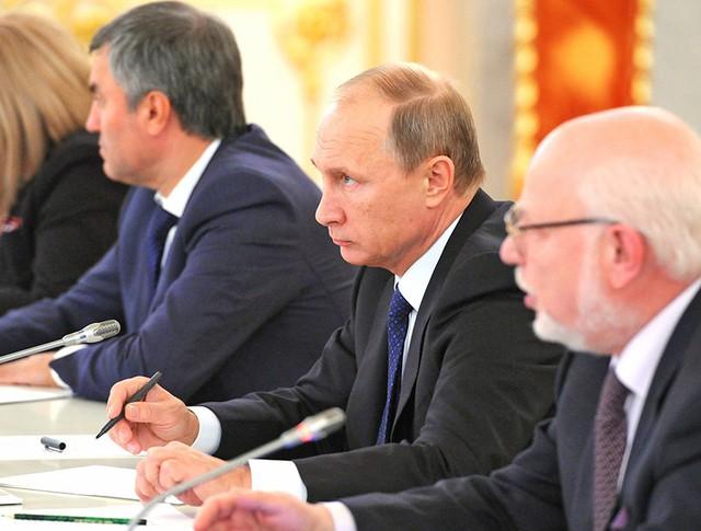 Президент России Владимир Путин на заседании