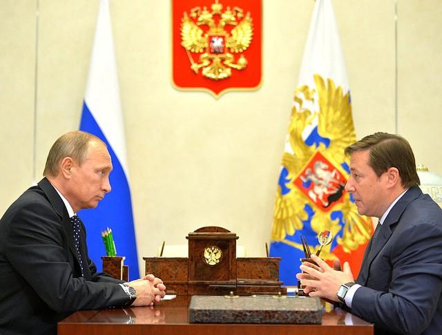 Президент России Владимир Путин и вице-премьер Александр Хлопонин