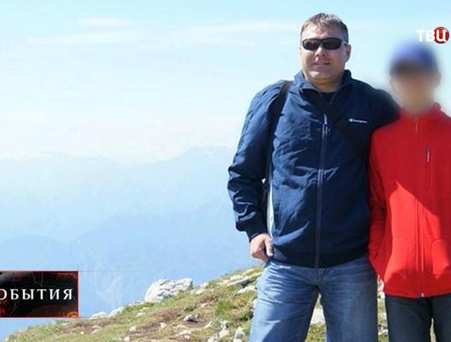 Подросток из Миасса подозреваемый в убийстве матери на фото с отцом