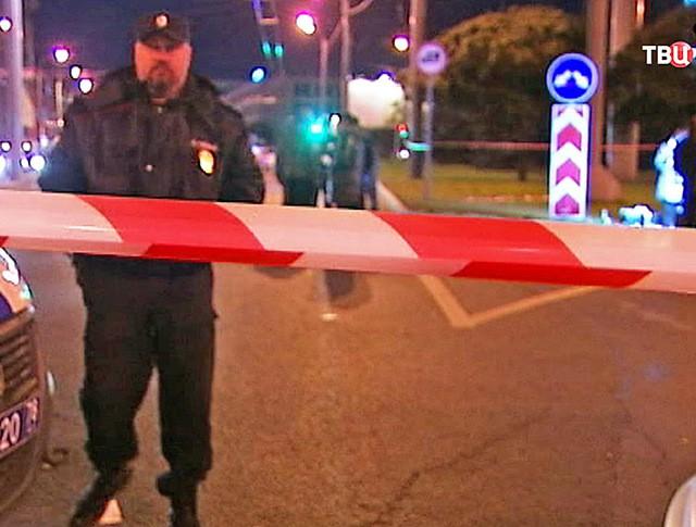 Полицейское оцепление на месте происшествия в Санкт-Петербурге