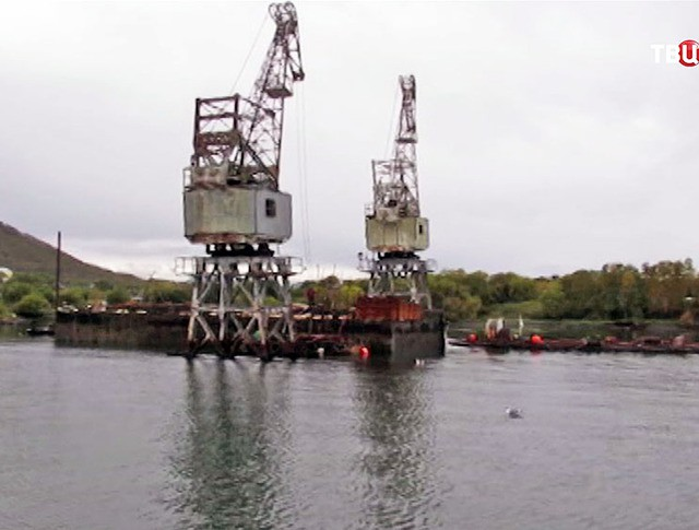 Подъём затонувшего дока на Камчатке