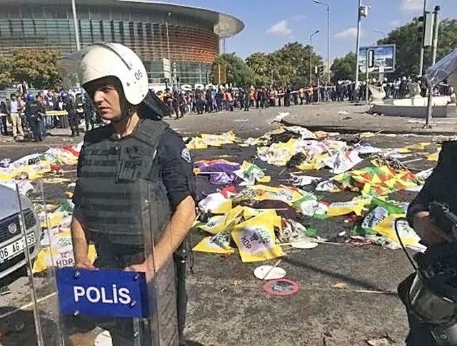Полиция Турции на месте взрыва в Анкаре