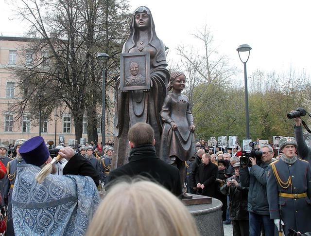 Открытие памятника на площади Разгуляй в Москве, посвященного 7-й Бауманской дивизии народного ополчения