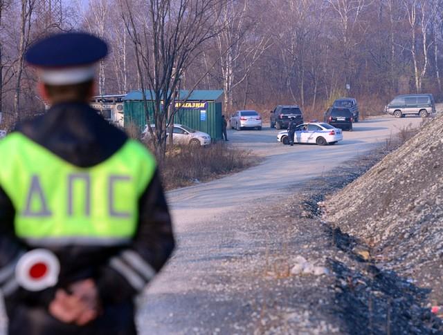 Полиция Владивостока на месте убийства школьницы Иры Шевцовой