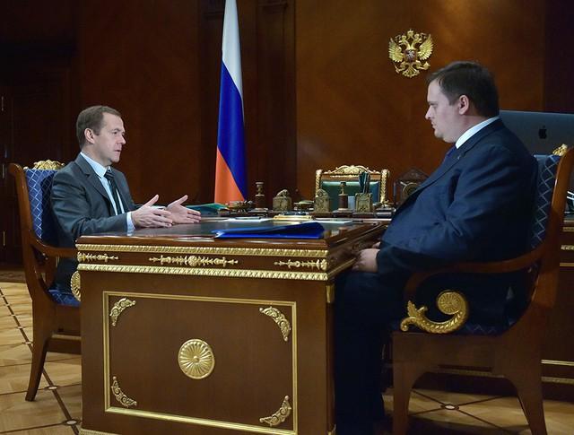 Председатель правительства РФ Дмитрий Медведев и генеральный директор Агентства стратегических инициатив Андрей Никитин