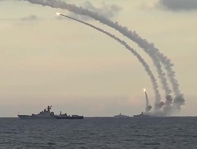 Запуск крылатых ракет из акватории Каспийского моря