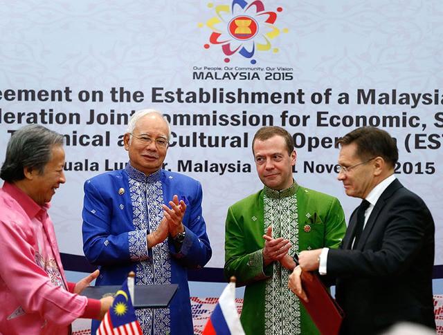 Председатель правительства РФ Дмитрий Медведев и премьер-министр Малайзии Наджиб Разак