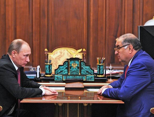 Президент России Владимир Путин и предприниматель Алишер Усманов