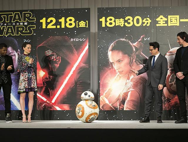 """Во время пресс-конференции в рамках фильма """"Звездные войны: Пробуждение силы"""""""