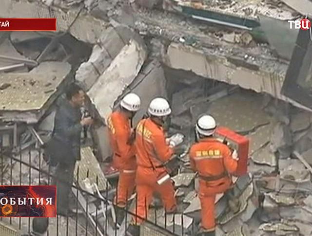 Спасатели на месте происшествия