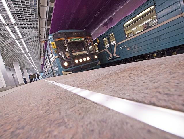 Поезда метро