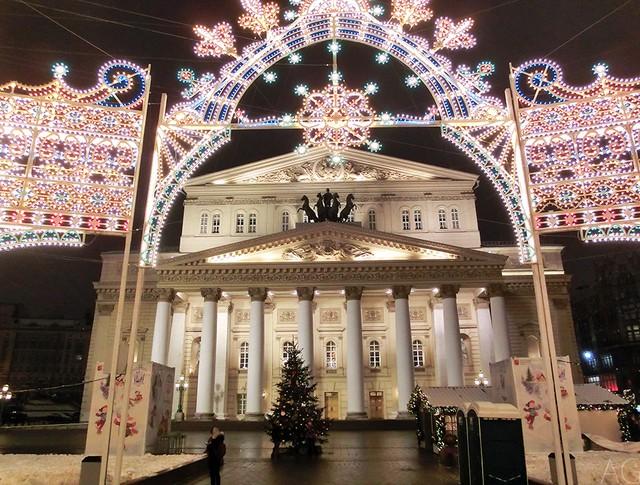 Новогодняя ярмарка возле Большого театра
