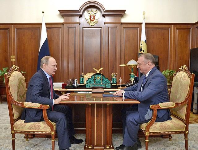 Президент России Владимир Путин и глава Торгово-промышленной палаты Сергей Катырин