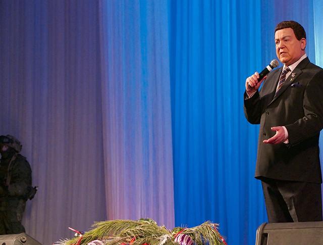 Певец Иосиф Кобзон выступает на концерте в Донецке