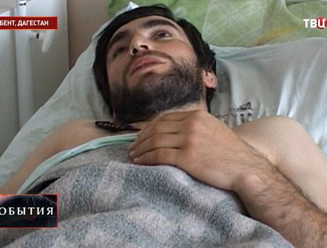 Пострадавший в результате атаки боевиков в Дербенте
