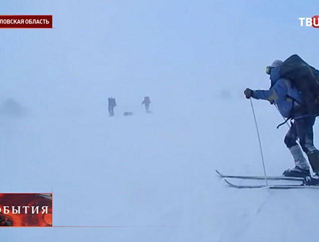 Лыжники на склоне
