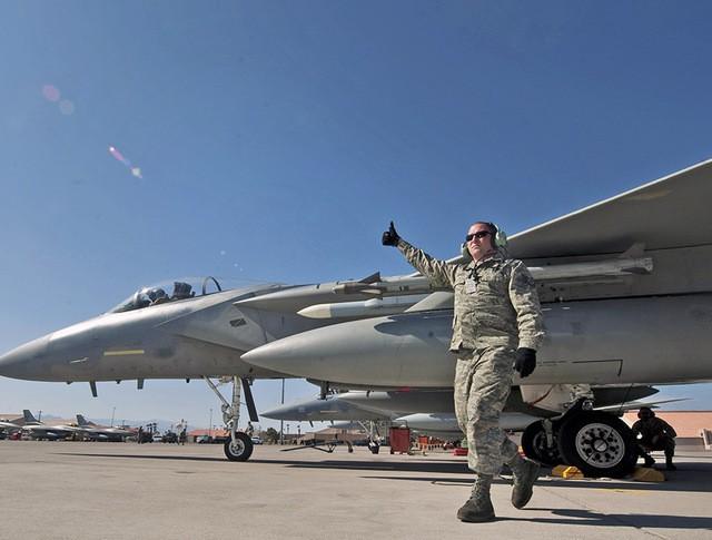 Истребитель F-15C ВВС США