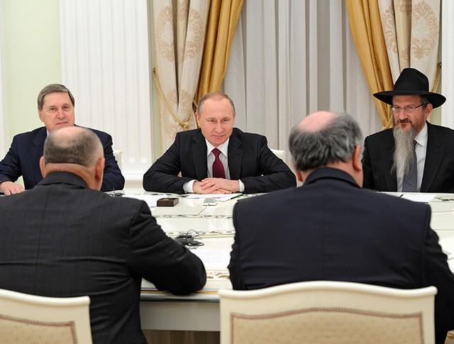 Президент России Владимир Путин во время встречи в Кремле с представителями Европейского еврейского конгресса