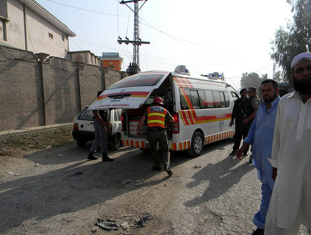 Скорая помощь на месте теракта в Пакистане