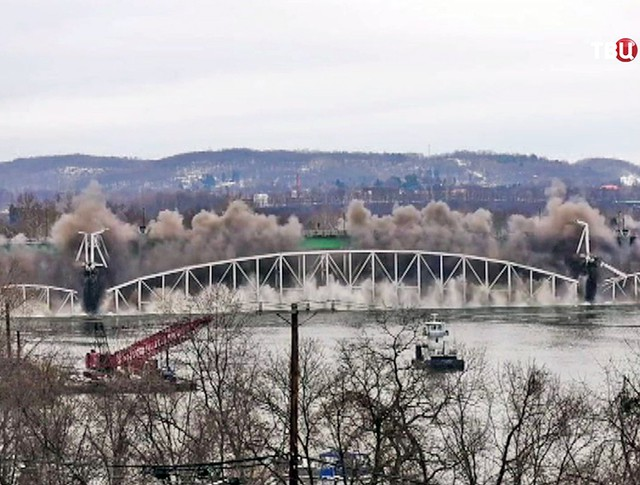 Взрыв моста в США