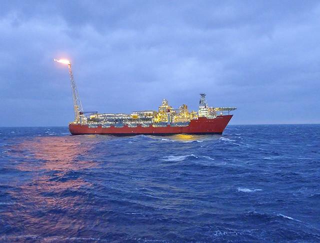 Нефтеперерабатывающее судно