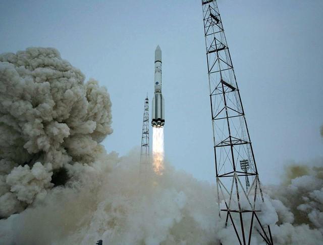 """Старт ракета-носителя """"Протон-М"""""""