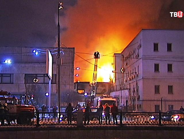 Экстренные службы на месте пожара