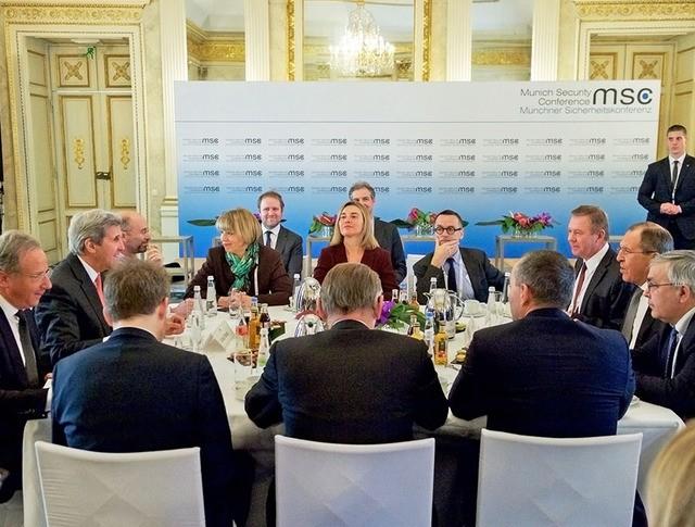 Сергей Лавров, Федерика Могерини и Джон Керри на переговорах по поддержке Сирии