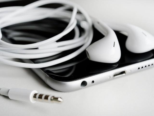 Телефон Apple
