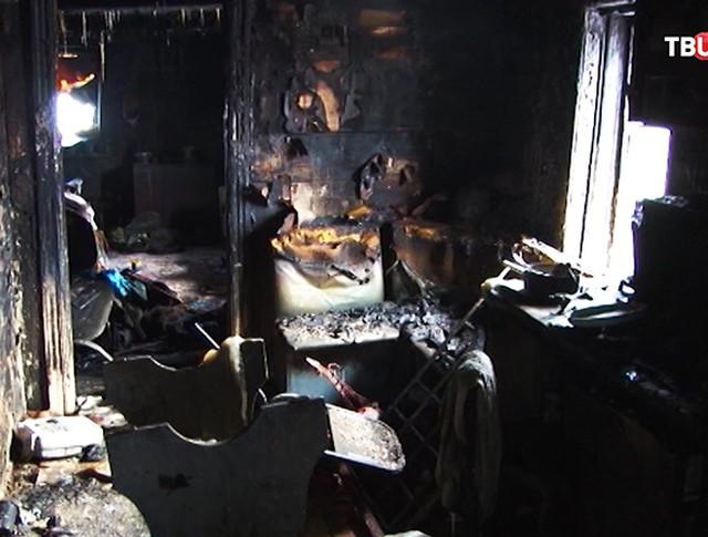 На месте пожара в жилом доме