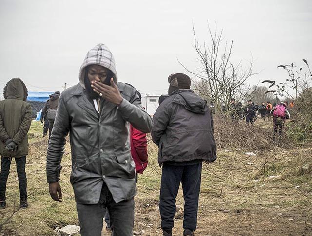 Беженцы зашили рты в знак протеста