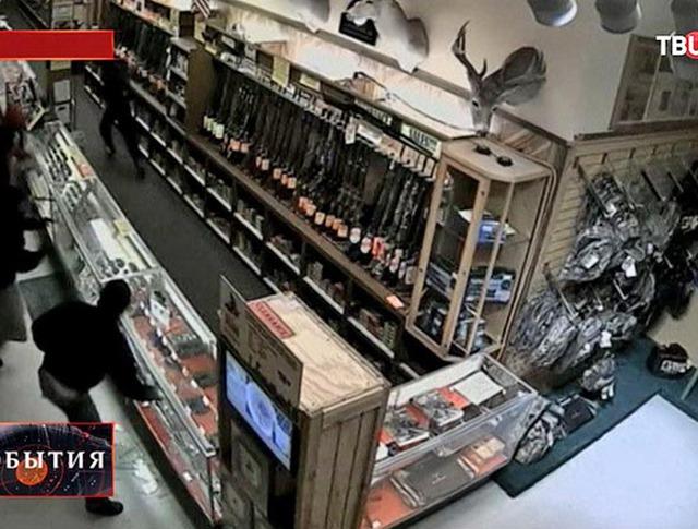 Ограбление оружейного магазина в США