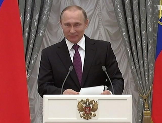 Владимир Путин вручает государственные награды
